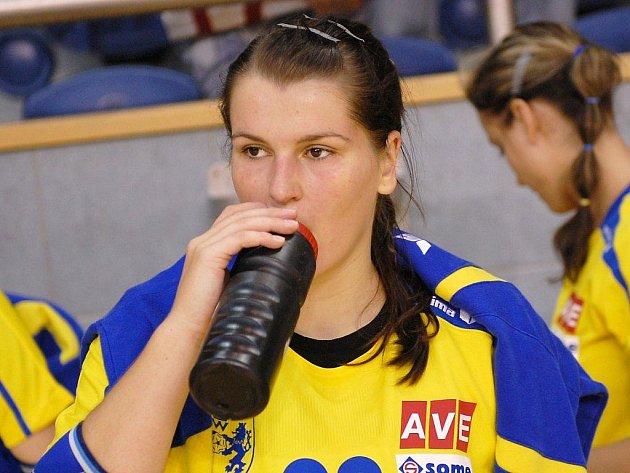 Jindřichohradecká Kateřina Krupicová byla na trenčínské palubovce se čtyřmi góly nejlepší střelkyní Jihočešek, ovšem všechny své trefy zaznamenala ze sedmimetrových hodů a ze hry se stejně jako většina jejích spoluhráček tentokrát  prosadit nedokázala.