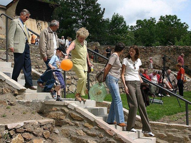 Mnoho zájemců si přišlo tuto sobotu prohlédnout nově zrekonstruované zahrady pod kostelem sv. Jana Křtitele.