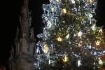 Vánoční strom i výzdoba Jindřichova Hradce už svítí.