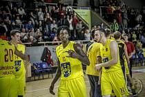 Nejlepší střelec I. ligy KJ Arrington ( s číslem 13) přestoupil z Jindřichova Hradce do BK Olomoucko, které působí v nejvyšší tuzemské soutěži Kooperativa NBL.