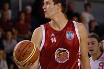 PIVOT. Basketbalisté jindřichohradeckých Lions dnes večer ve své hale přivítají Prostějov (20) a k očekávanému vítězství by měl přispět i jejich nejzkušenější hráč Ivo Prachař