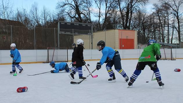Na druhý svátek vánoční přijel tým HC Tábor trénovat do Třeboně na venkovní kluziště.
