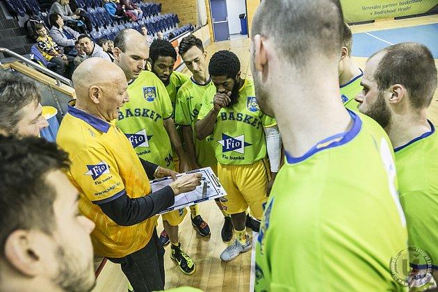 Hradečtí basketbalisté nastoupí doma proti Kolínu až v pondělí.