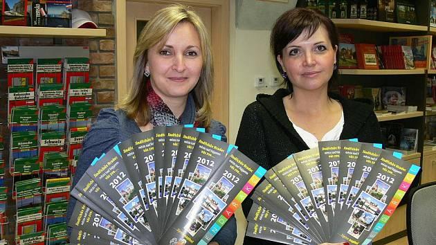 Hradecké Kalendáře akcí 2012 předvádění Marcela Kozlová a Zuzana Bedrnová.
