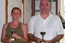 TRIUMF. Z prvenství ve druhém velkém letním turnaji v ricochetu se v J. Hradci radovali Marcela Lacinová a Karel Pulkráb.