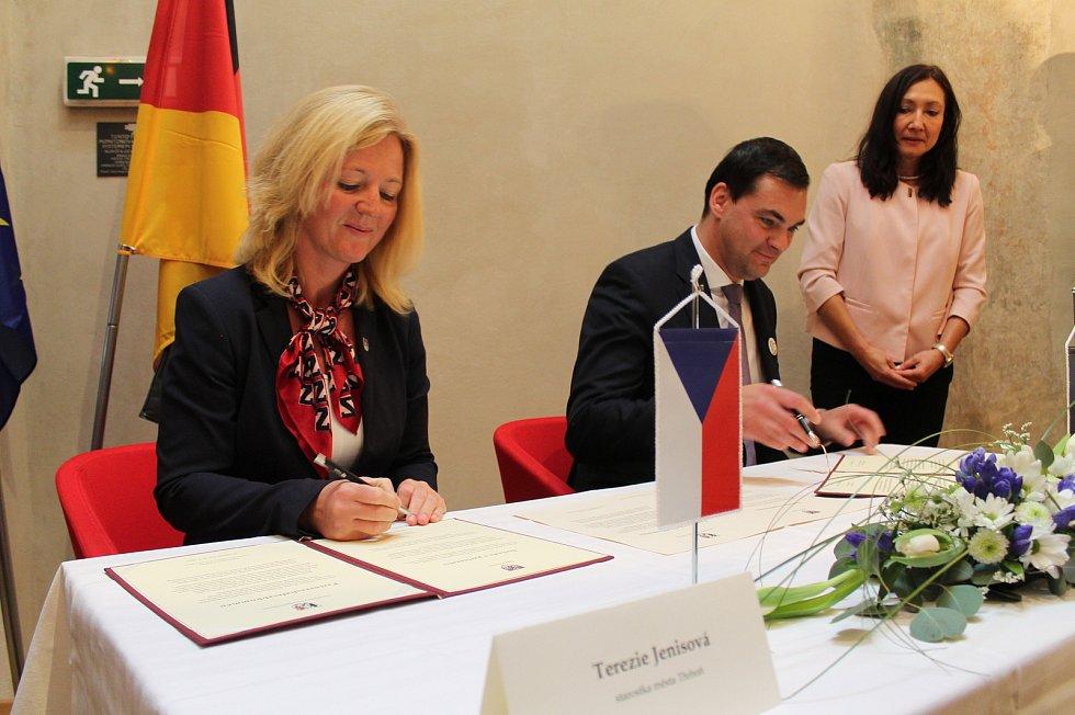 V Třeboni byla podepsána smlouva o partnerství s bavorským zemským okresem Freyung-Grafenau.