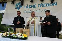 Slatině v Třeboni požehnal diecézní biskup J.E. Vlastimil Kročil.