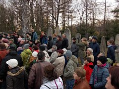 Židovský hřbitov v Hradci si v neděli prohlédlo na sto zájemců.