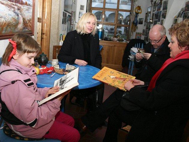 Autogramiáda autorky populárně naučných knih o historii pro děti i dospělé  čtenáře Aleny Ježkové v Galerii inspirace.