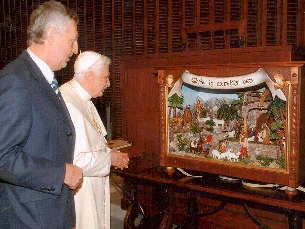 Jindřichohradeckým rodák, Miloslav Hirsch s papežem.