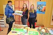 Budoucí zdravotníci opět sbírají knihy a hry pro děti z dětského domova v Kamenici nad Lipou.