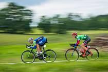 DRUHÁ ETAPA. V Popelíně byl nejlepší Dominik Neuman (v zeleném). Špatně si nevedli ani jezdci stáje CK Příbram Fany Gastro. Před Neumanem jede Pavel Stöhr.