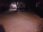 V neděli večer začalo sněžit. Samosoly.
