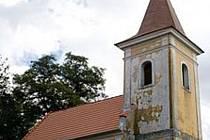 Památkově chráněnou kapli v Klenově postupně opravují.
