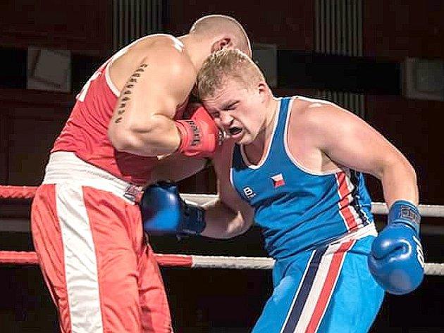 Boxer Adam Kolařík (vpravo) je velkou oporou Třeboně.