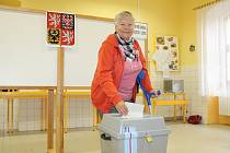 Gabriela Štaigerová, která v Kardašově Řečici přišla do volební místnosti v sobotu dopoledne, si možnost hlasovat v anketě o koupališti rovněž nenechala ujít.