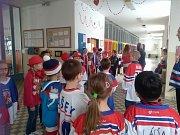 Olympijská atmosféra pohltila žáky i učitele jindřichohradecké 5. základní školy na sídlišti Vajgar.