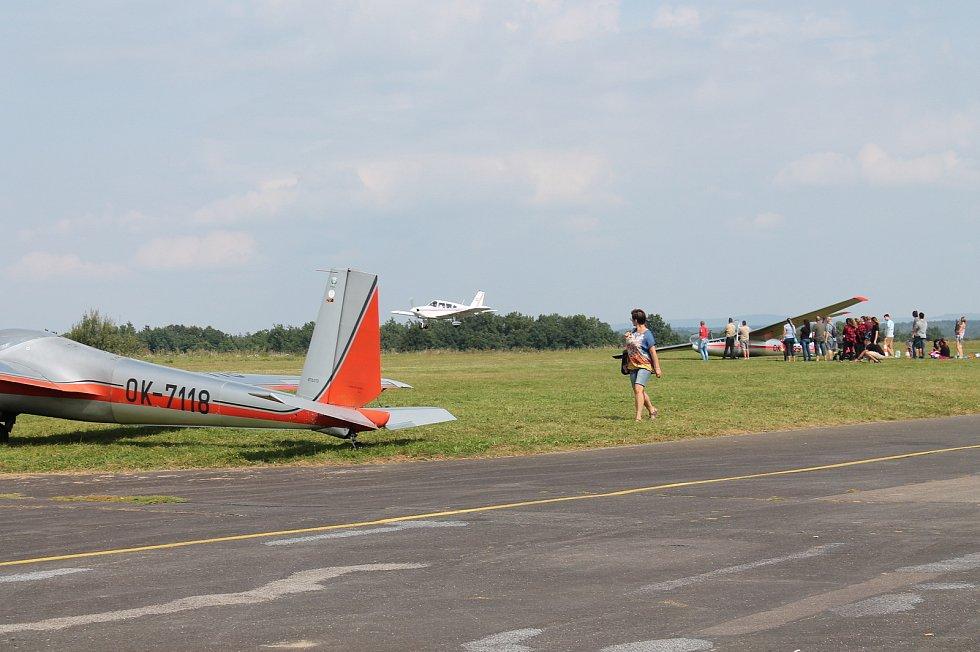 Na jindřichohradeckém letišti se uskutečnila akce s názvem Létání pro Hradec.