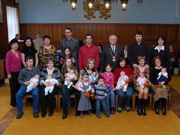 Děti zleva: David a Jan Liškovi, Anna Maňourová, Matěj Kežlínek, Tereza Hradilová, Tereza Ondřasinová, Dora Běhalová.