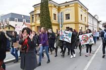 Přes 130 studentů a studentek ze všech třeboňských středních škol se v pátek připojilo k celosvětové stávce proti nečinnosti politiků v souvislosti se změnami klimatu.