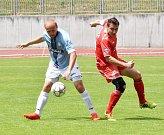 Jindřichohradečtí fotbalisté deklasovali v 29. kole krajského přeboru písecké béčko na jeho stadionu 7:1.