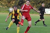 Záložník Milan Šafránek (na snímku vpravo), dlouholetá opora třeboňských fotbalistů, se rozhodl přerušit aktivní kariéru, což bude pro tým citelné oslabení.