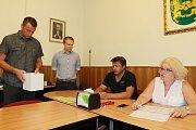 V úterý ve 13 hodin si zástupci volebních stran vylosovali pořadové číslo pro potřeby voleb.