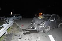 Ve středu večer se u Strmilova na křižovatce na Střížovice střetla dvě auta. Šest lidí se zranilo.