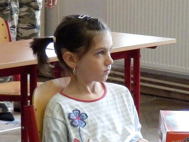 Žákyně první třídy Adéla Kucová.