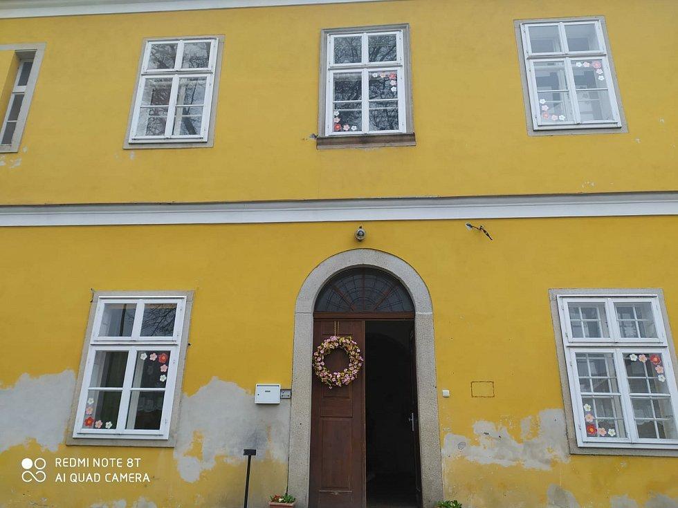 Azylový dům Rybka ve Studené slouží jako útočiště pro rodiny s dětmi. Má kapacitu 35 klientů.