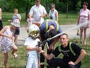 Den dětí s policií u Hypernovy v Jindřichově Hradci.