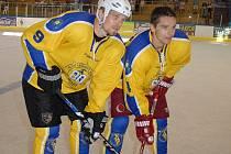 Odchovanci jindřichohradeckého hokejového Vajgaru, bratři Milan (vlevo) a Zbynek  Michálkovi.