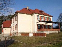 Budova dnes již bývalé školy v Cizkrajově.