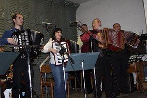 Heligonkáři hráli v Pleších