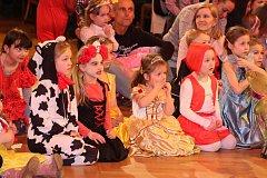 Sál kulturního domu Střelnice v Jindřichově Hradci patřil dětskému karnevalu.