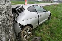 V sobotu v pověstné zatáčce u Otína havarovala řidička Fordu Puma. Na vině byla zřejmě nepřiměřená rychlost.