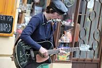 S Vítkem Zemanem se lidé mohou setkávat třeba při srpnovém festivalu pouličního umění Do klobouku v Jindřichově Hradci.