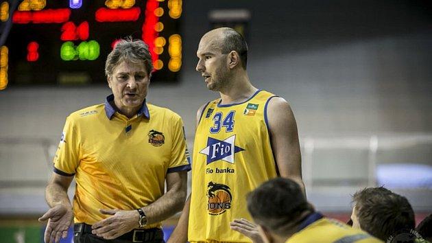 Stanislav Zuzák, na snímku společně s trenérem Karlem Forejtem, byl nejlepším střelcem hradeckého týmu v úvodním kole I. ligy.