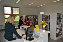 Vajgarská pobočka knihovny znovuotevřela po rekonstrukci. Slavnostního otevření se v pondělí 31. srpna zúčastnil také starosta Jan Mlčák.