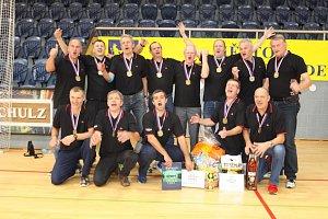 V hradecké hale se konalo mistrovství republiky superveteránů a superseniorek.