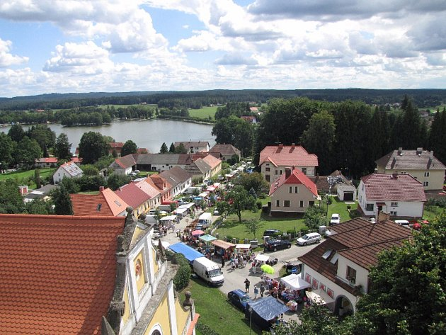 Chlum u Třeboně a rybník Hejtman.