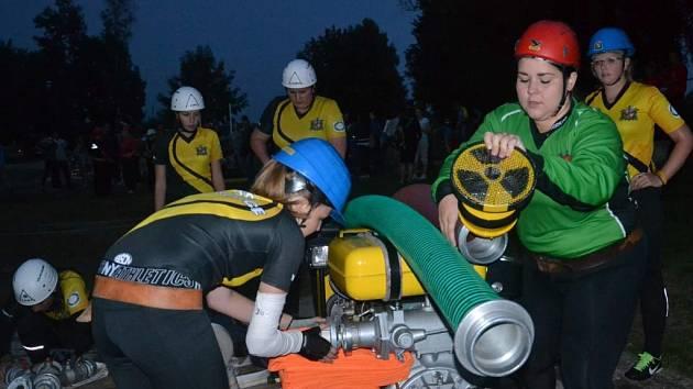Noční hasičská soutěž v Kempu Lužnice.