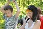 Slavoničtí Junáci a členové sdružení inspirace připravili pro děti Pohádkový les. Tentokrát zaměřený na pravěk.