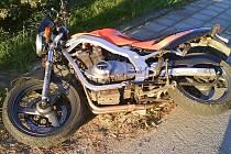 V Cepu auto srazilo motocyklistu.