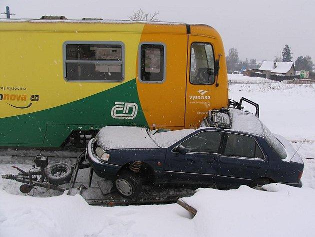 Srážka na železničním přejezdu ve Slavonicích ve směru na Dačice.