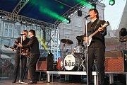 Beatles Revival rozezpívali hradecké náměstí