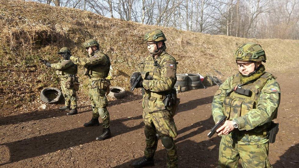 Střelnici v Lomech využívá 44. lehký motorizovaný prapor Jindřichův Hradec pro střeleckou a taktickou přípravu vojáků včetně aktivních záloh.