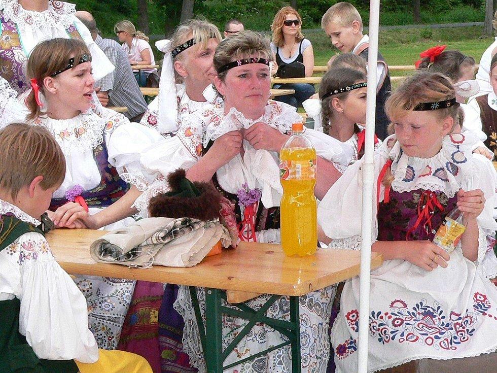 Krojová družina z Jarošova nad Nežárkou.