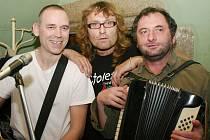 Vystoupení Václava Koubka (vpravo) v jindřichohradeckém Dada clubu sklidilo úspěch.