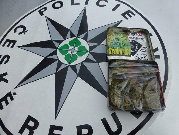 Při dopravně bezpečnostní akci policisté kontrolovali icyklistu, který vezl marihuanu.